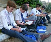 Jóvenes de Madrid estudian las Escrituras en FSY 2017