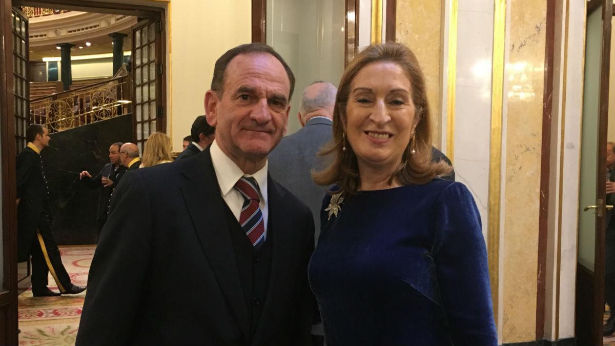 Faustino López con la presidenta del Congreso, Ana Pastor
