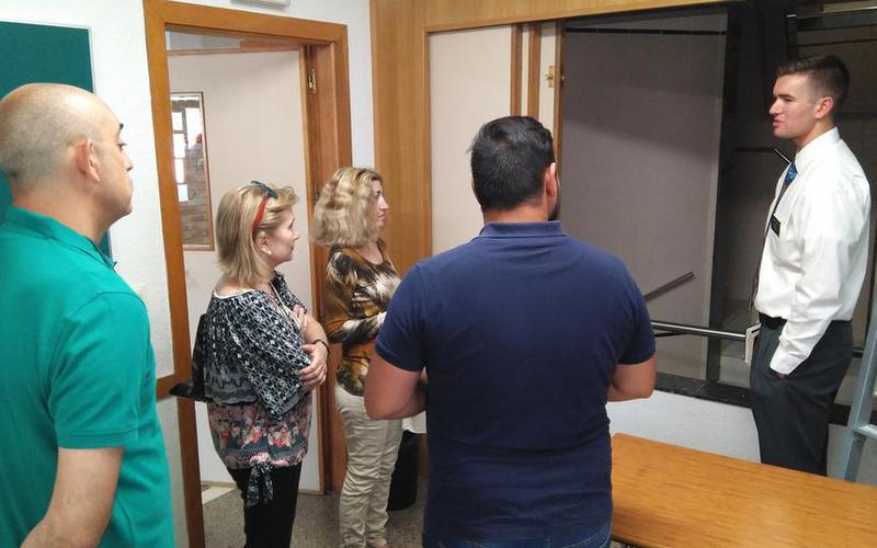 puertas abiertas en el centro de reuniones de Cartagena