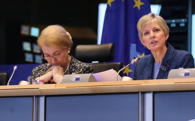 La hermana Jean B. Bingham, Presidenta General de la Sociedad de Socorro de La Iglesia de Jesucristo de los Santos de los Últimos Días, durante su intervención en el Parlamento Europeo en Bruselas el pasado 9 de noviembre de 2017
