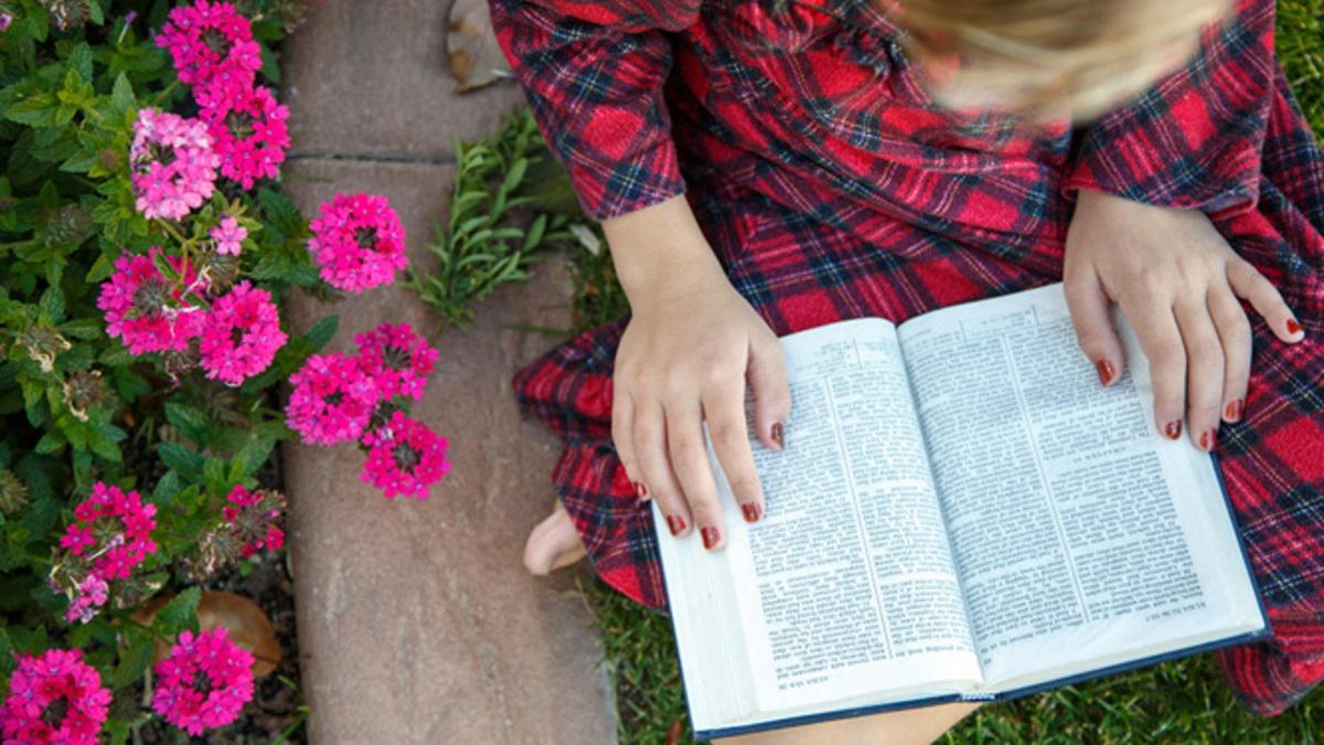 Girl_skrifter_blommor