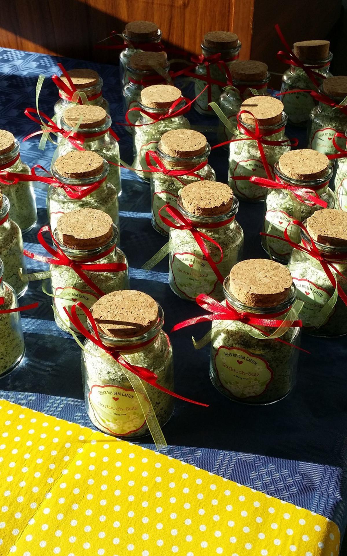 die kleinen liebevoll gestalteten Bärlauch- Salz Gläschen