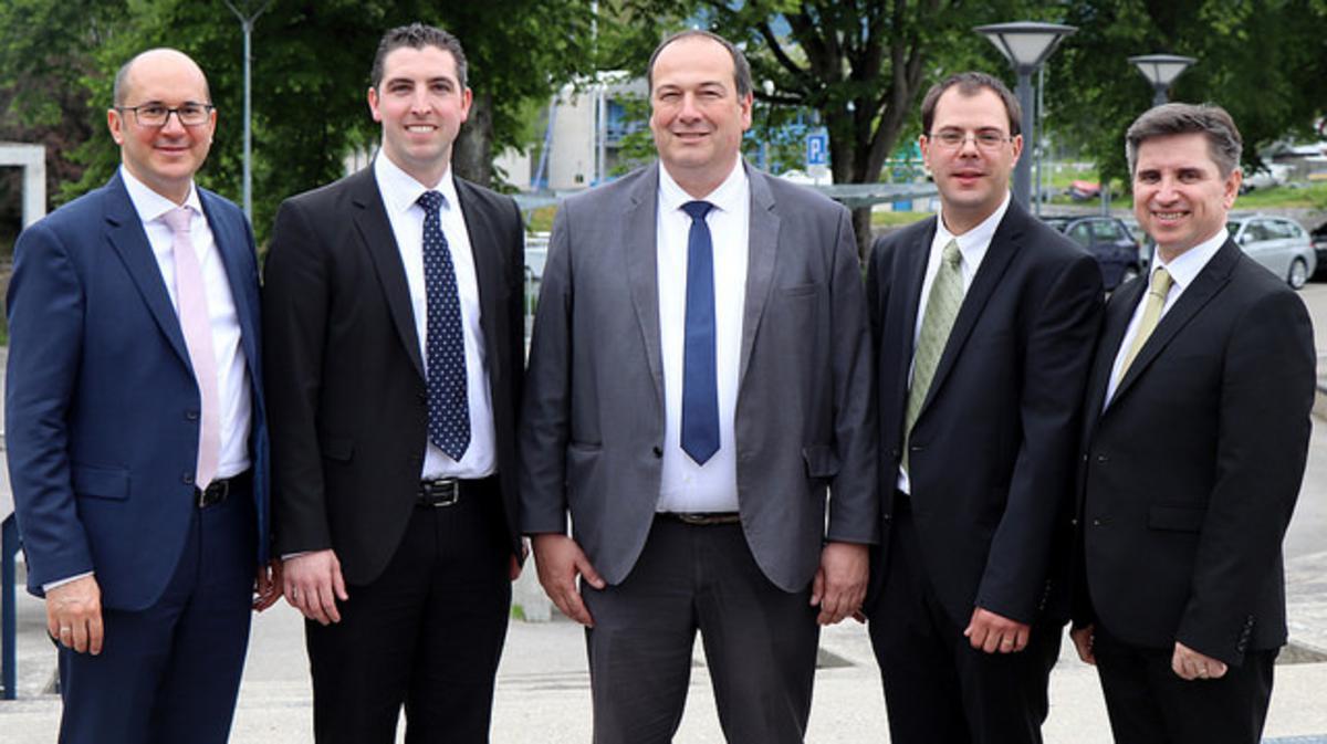 La nouvelle présidence, entourée des autorités (de gauche à droite): Helmut Wondra, Jérémie Canonica (premier conseiller), Pierre-Alain Michaud (président) Christian Bühlmann (deuxième conseiller) et Massimo De Feo