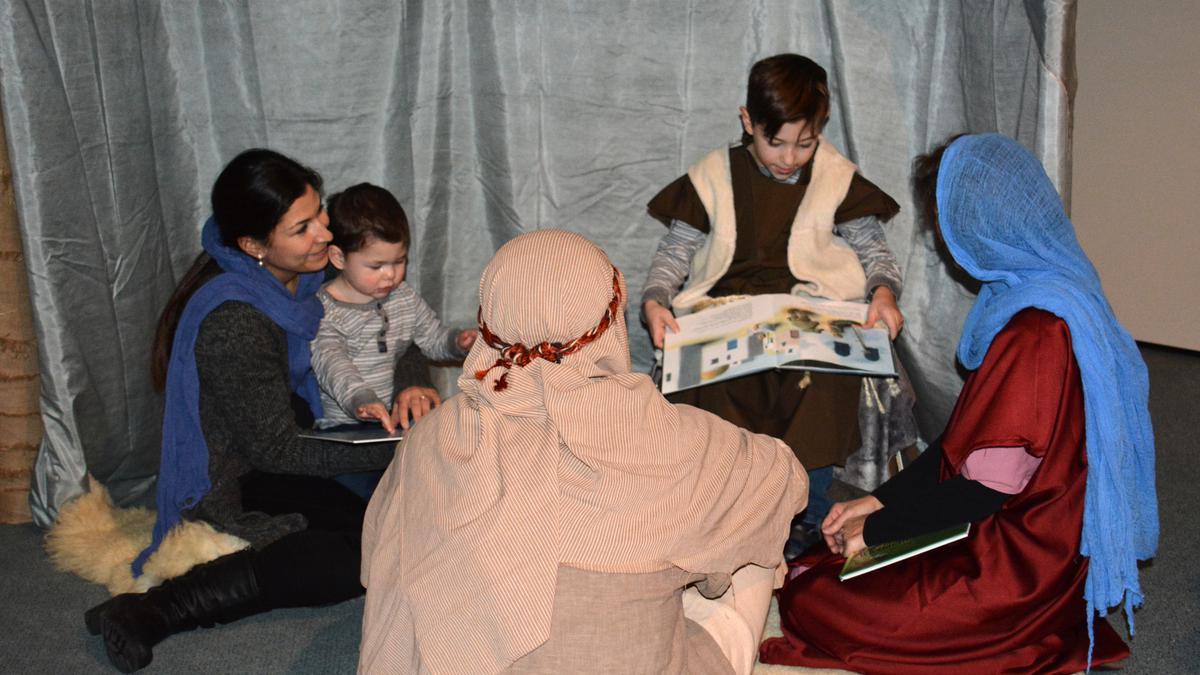 Die Kinder beim Geschichten erzählen