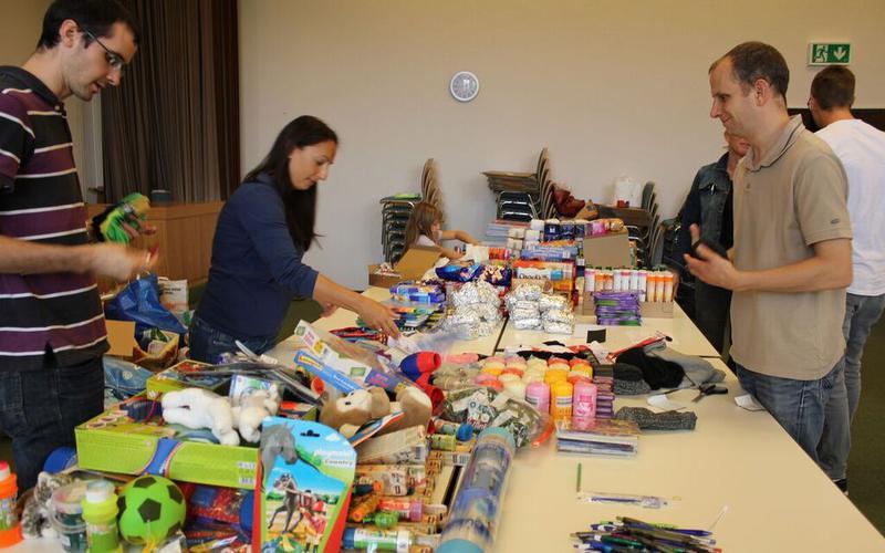 """Der Gemeinderat entschied sich, 50 Pakete für die Organisation Licht im Osten """"Aktion Weihnachtspäckli"""" und 40 Lebensmitteltaschen für """"HOPE"""", ein christliches Sozialwerk in Baden, herzustellen."""