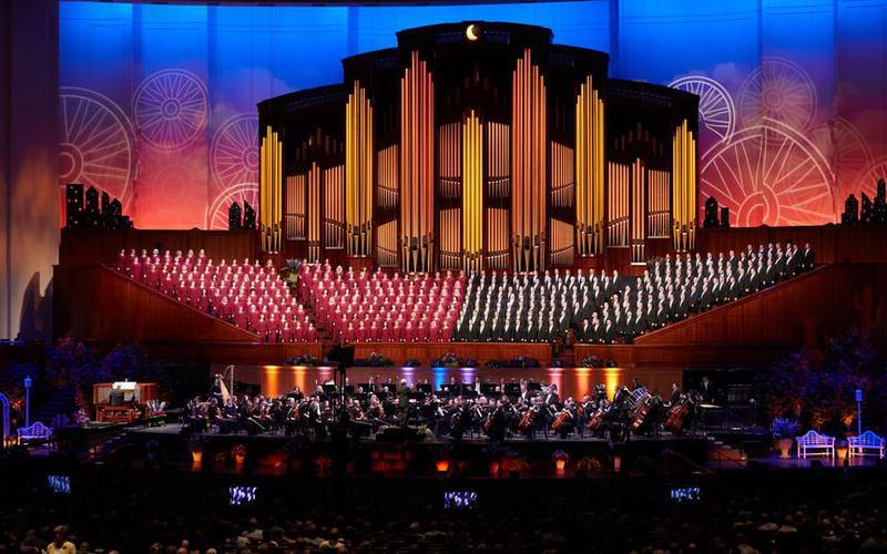 Der weltweit bekannte 'Mormon Tabernacle Choir' (Mormon Tabernakel Chor) ändert seinen Namen in 'Tabernacle Choir at Temple Square' (Tabernakel Chor am Tempelplatz).