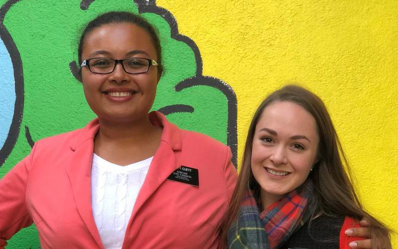 Sister Cliett (links) und Sister Voigt (rechts) sind Missionarinnen der Kirche Jesu Christi der Heiligen der Letzten Tage.