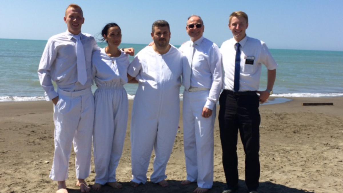 Ehepaar bereit zur Taufe
