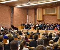 Der Chor bereichert die Konferenz