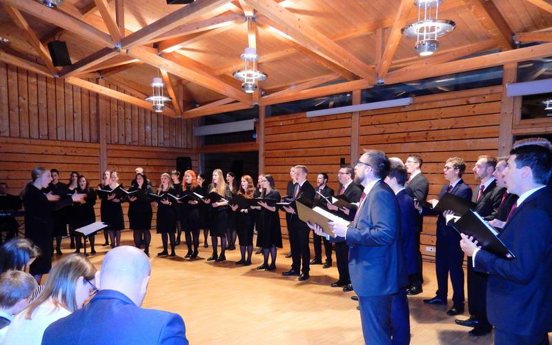 Der CHor³ (Schweizer-Chor-hoch-drei) singt im Waldburger Bürgersaal.