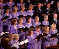 Einige Sängerinnen und Sänger des Tabernakelchors während der Trauerfeier von Elder Boyd K. Packer im Jahre 2015