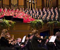 Einige Sänger des Tabernakelchors und im Vordergrund einige Musiker des Orchester vom Tempelplatz während eines Konzerts im Jahre 2008.