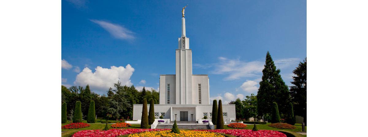 Schweizer Tempel mit Blumen