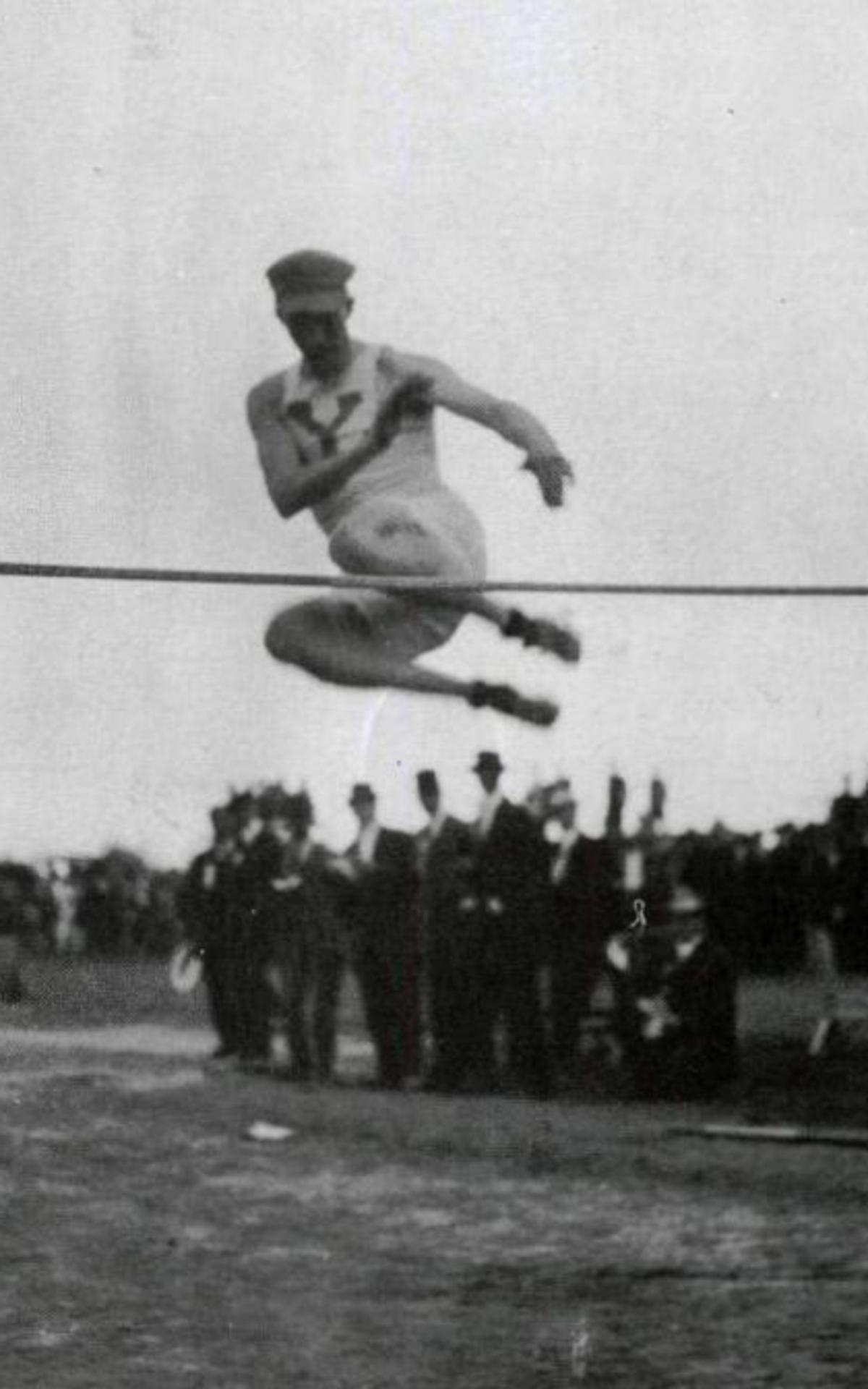몰몬 선수 중 최초의 금메달리스트 Alma Richards, 1912년 스웨덴 스톡홀름 올림픽에서 높이뛰기 세계신기록을 경신했다. (6피트 4인치, 약 193cm)