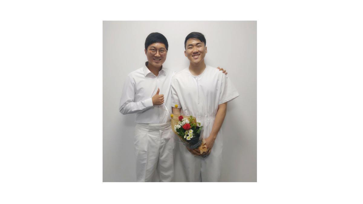 김주영 형제 침례식에서 친구 이동규 형제와