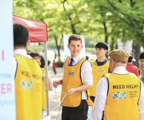 노란색 조끼를 입은 장로들
