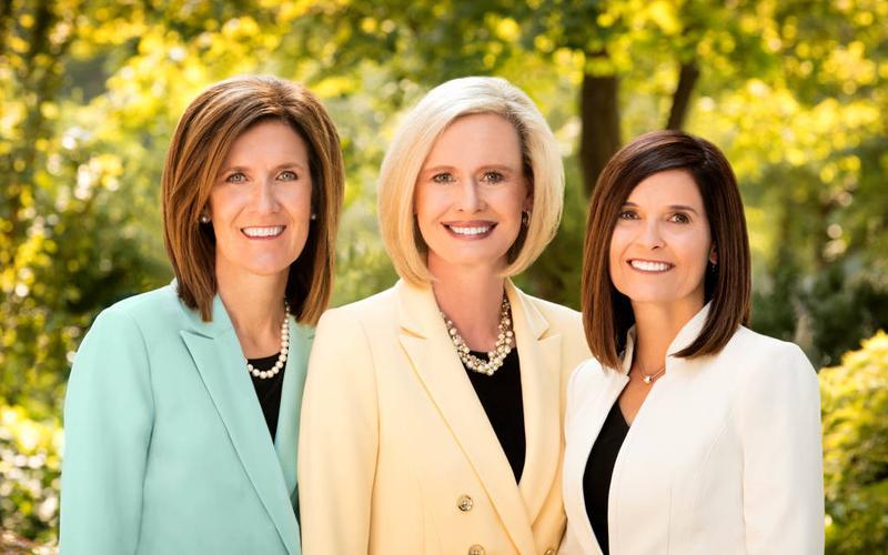 본부 청녀 회장단: 보니 에이치 코든 자매(가운데), 미셸 디 크레이그 자매(왼쪽), 베키 크레이븐 자매(오른쪽). 사진: Intellectual Reserve, Inc.
