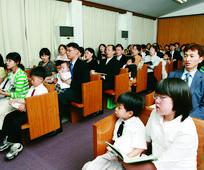 성찬식에 참석한 회원들