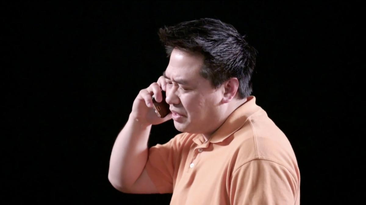 장로 정원회 회장이 성역 접견을 전화로 하고 있다.