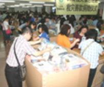 홍콩 회원들이 지진 피해자들을 돕다