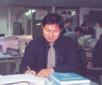 진경섭 형제의 사무 모습