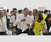 앤더슨 장로 필리핀 지진 피해자 방문