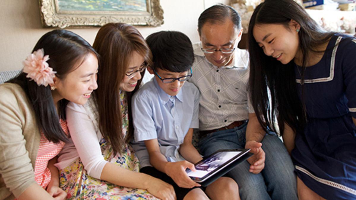 가족은 소셜 미디어를 의롭게 사용하는 방법을 함께 논의해야 한다