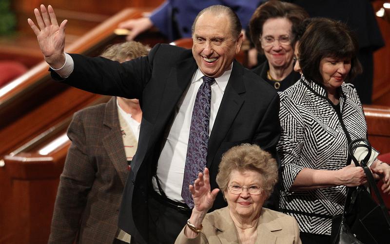 토마스 에스 몬슨 회장이 8월 21일에 90세 생일을 기념하다
