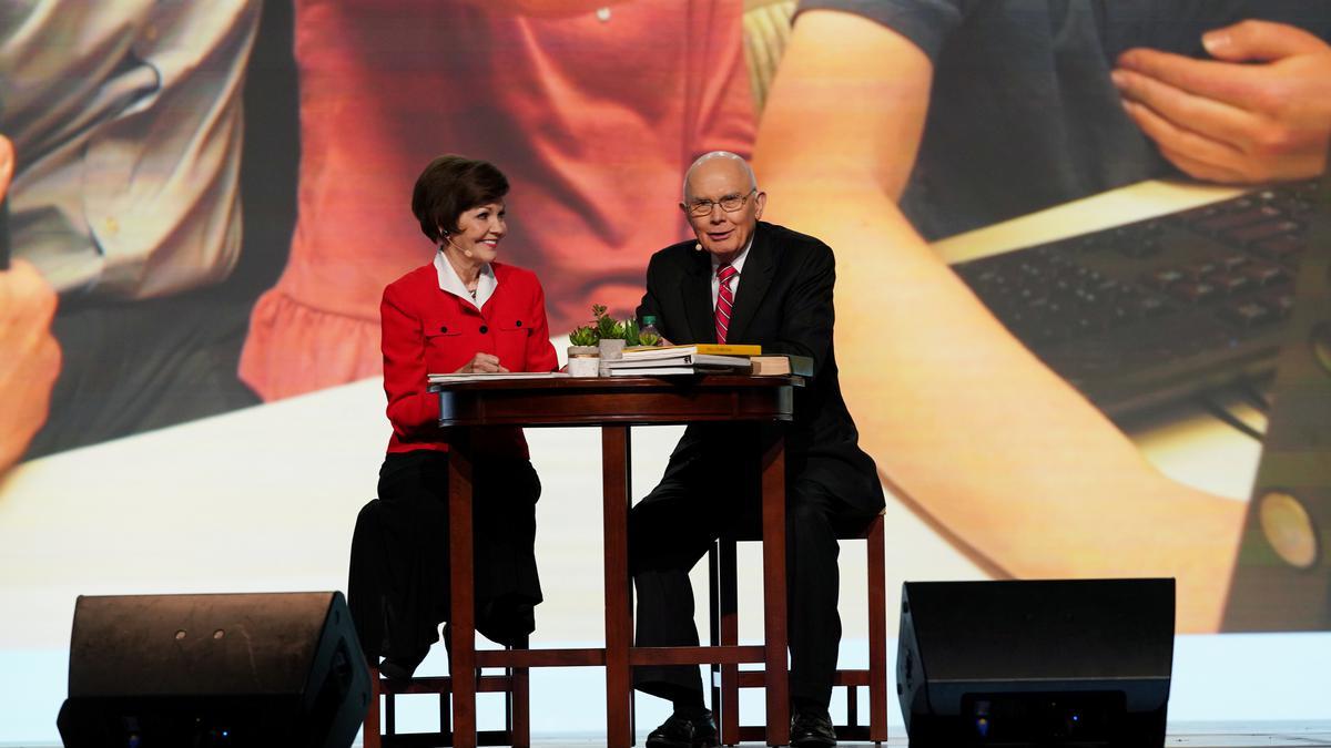 Prezidents Oukss ar sievu stāsta par savu ģimenes vēsturi pasaules mēroga auditorijai
