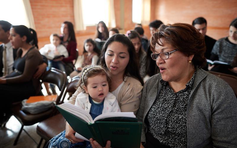 Pēdējo dienu svēto garīgo dziesmu grāmatas un bērnu dziesmu grāmatas pārskatīšana