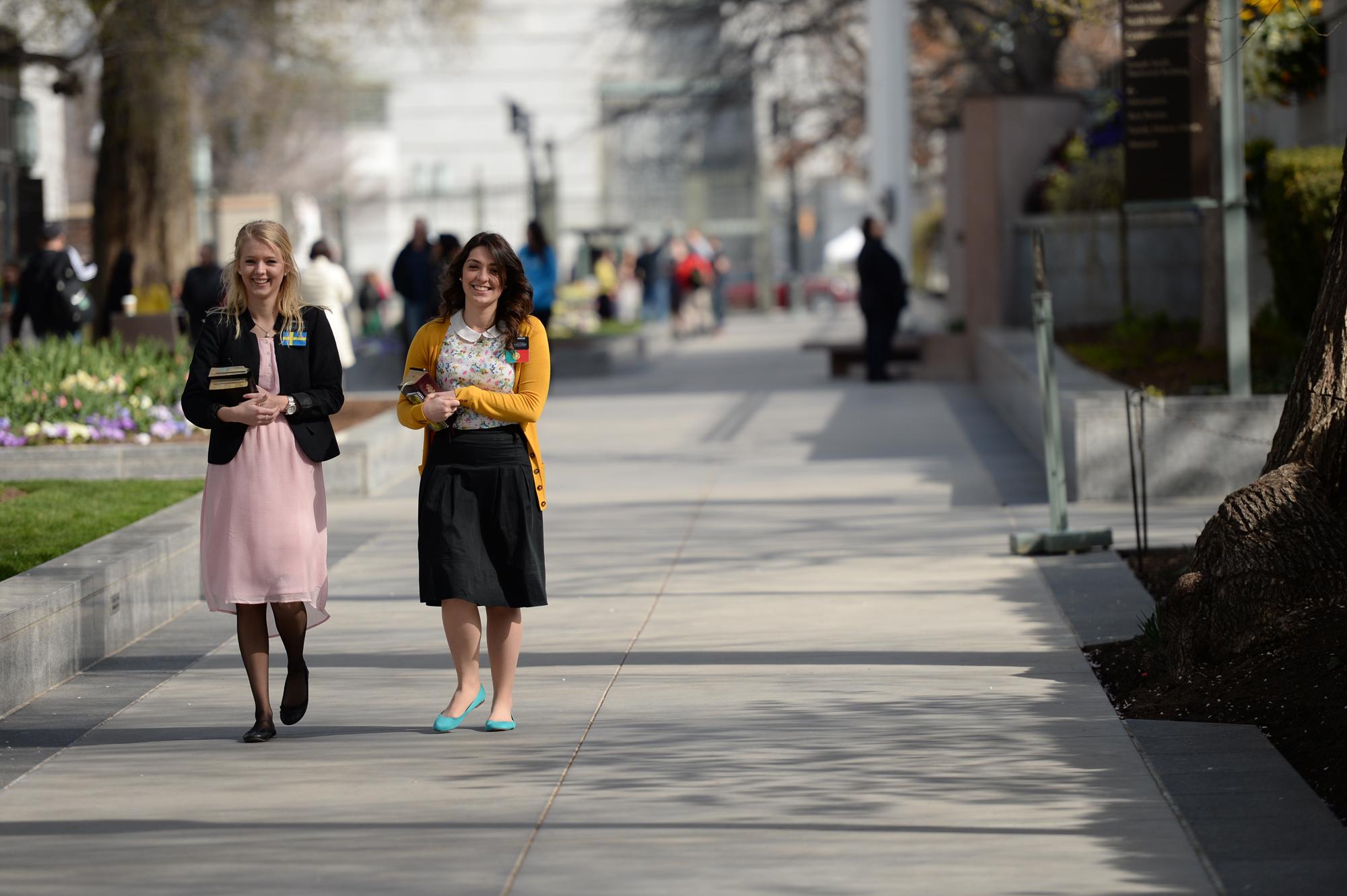 sister-missionaries-temple-square-sat-april-2014.jpg