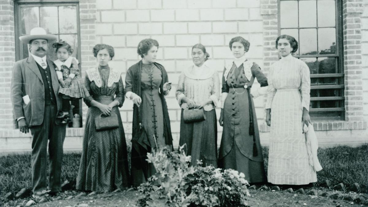 Foto antigua de una familia mexicana