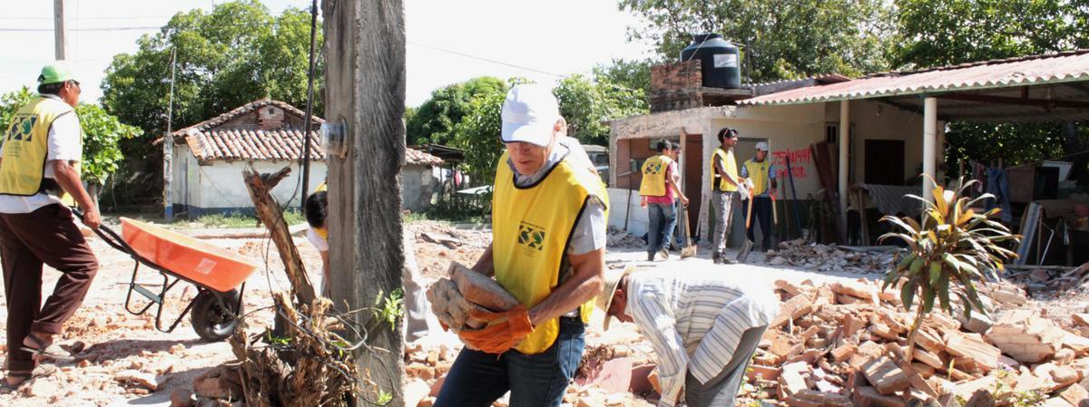 Miembros prestando servicio en zonas afectadas por sismos.