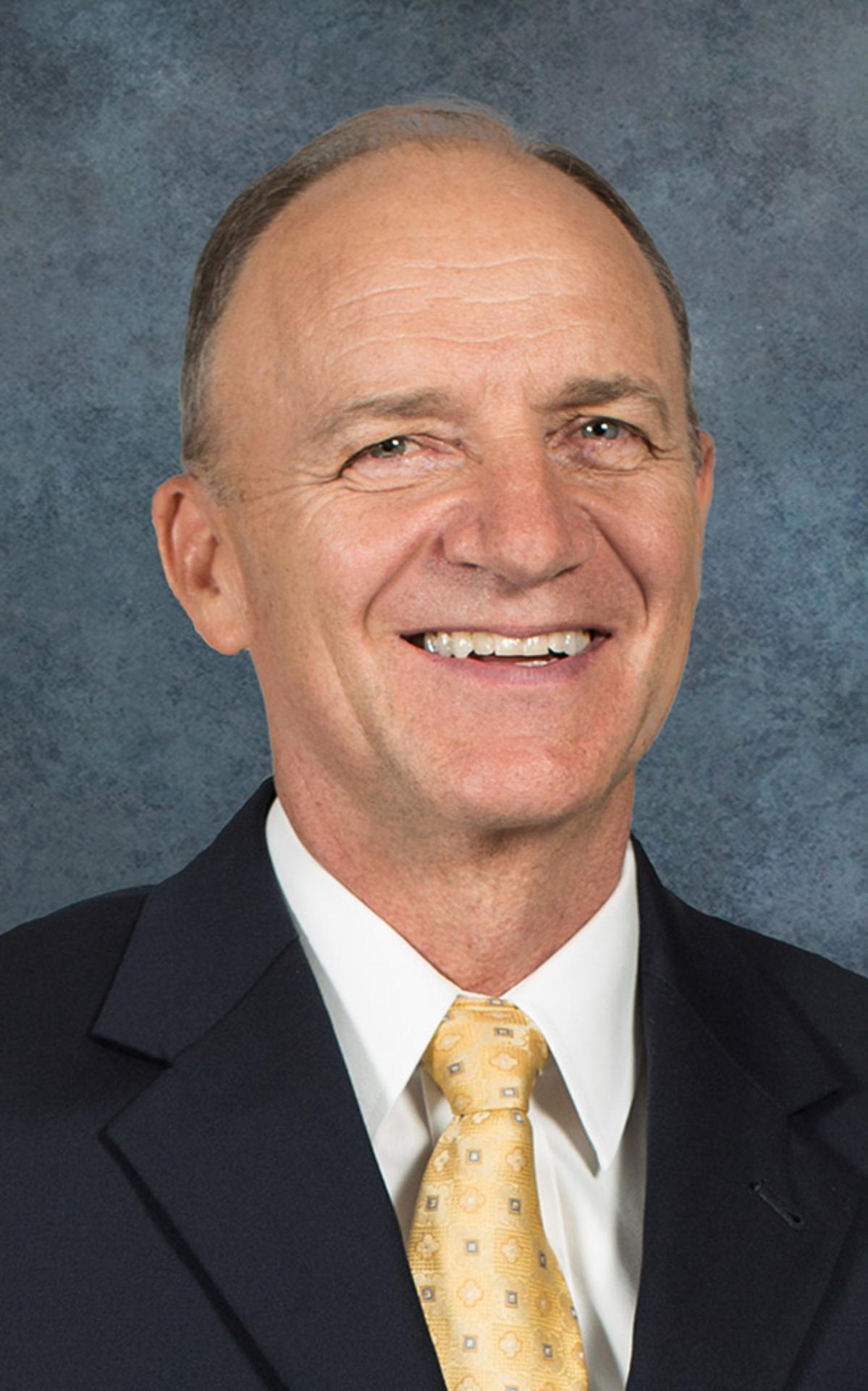 Élder Paul B. Pieper