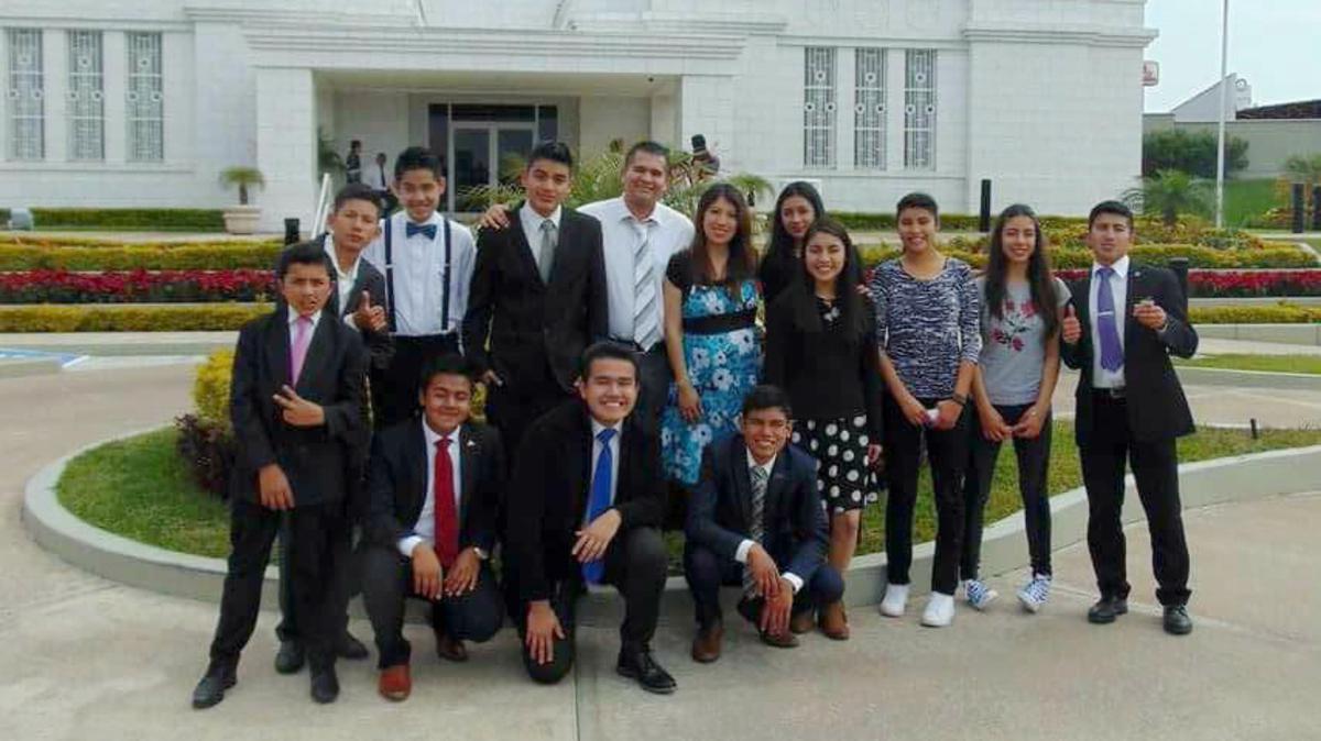 Jóvenes del barrio Fresnos asisten al Templo de Tampico Tamaulipas