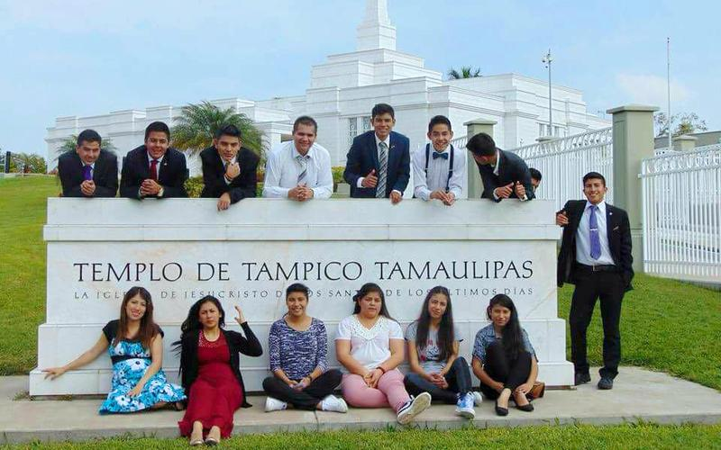 Jóvenes del barrio Fresnos en el Templo de Tampico Tamaulipas