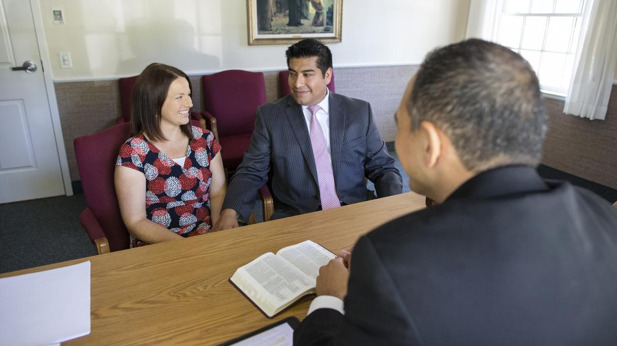 Matrimonio en entrevista con el obispo