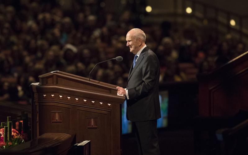 Presidente Russell M. Nelson durante la conferencia general