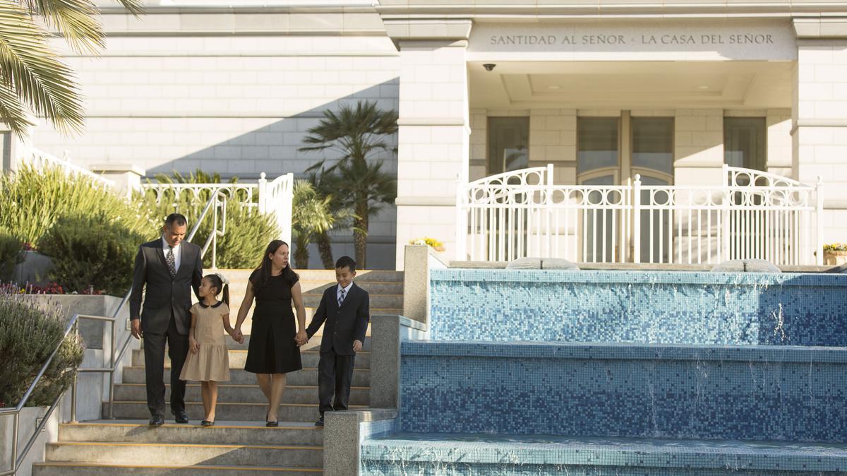 Familia en el Templo de Monterrey