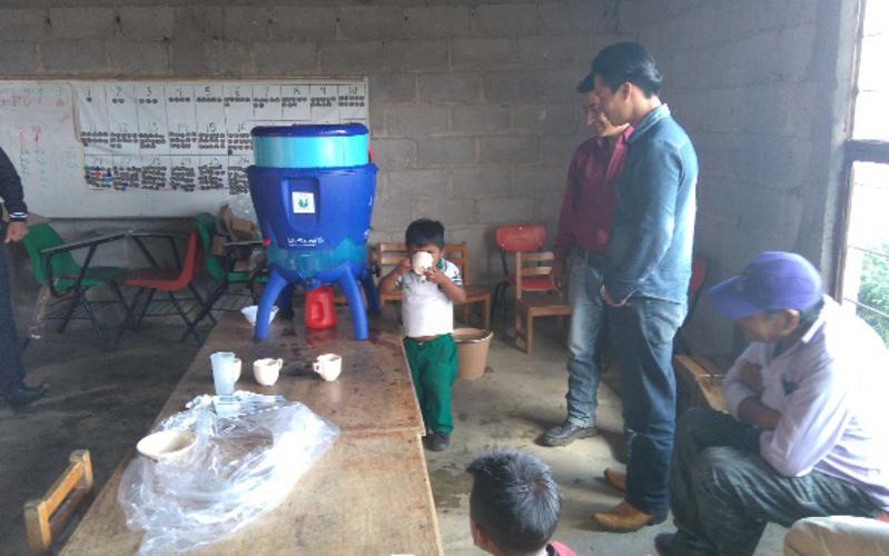La Iglesia entrega filtros en Chiapas