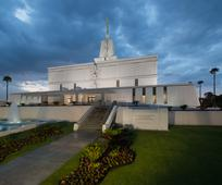 Mexico_City_Temple_night_2015.jpg