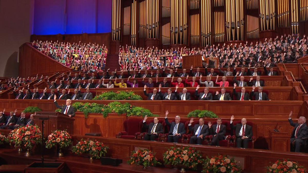 Vuelve a mirar y escuchar tus discursos favoritos de la conferencia