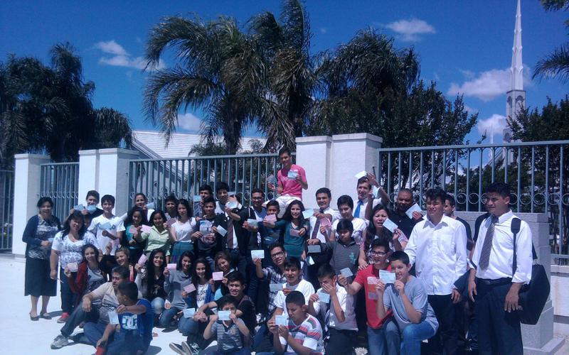Jovenes Santa Fe en el templo