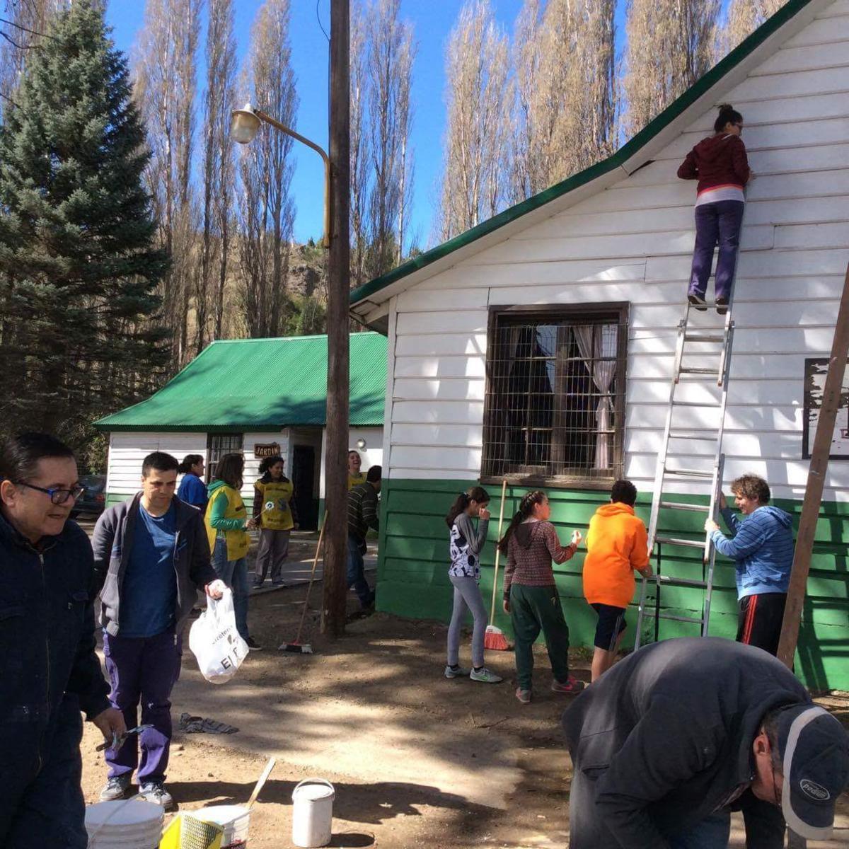Manos mormonas en San Martin de los Andes