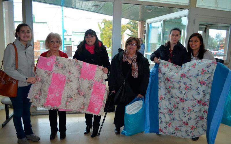 Representantes de la Sociedad de Socorro de las ramas de Ushuaia junto a la presidenta de Cooperadora del Hospital Regional de Ushuaia