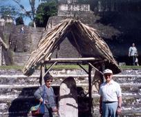 Hugo Salvioli y su esposa
