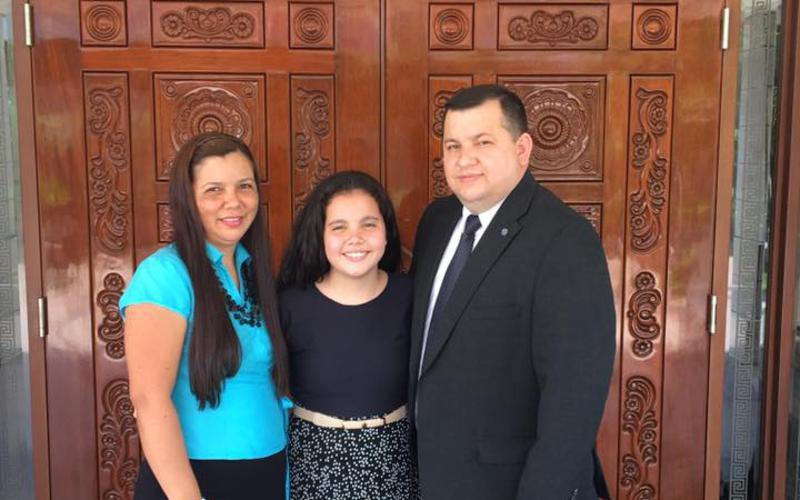 Familia Jara Lopez en el templo de Asuncion