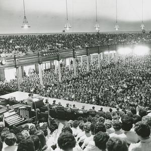 1962. The first Relief Society general conference was held in 1889. This photograph of the Salt Lake Tabernacle shows a large crowd at one of the sessions of the October 1962 conference, at which Louise W. Madsen spoke.